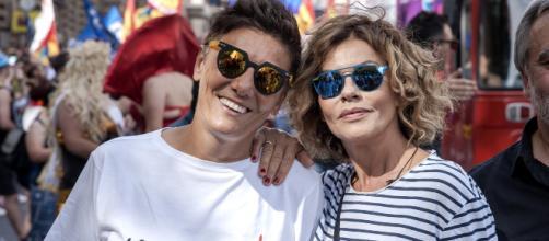 Eva Grimaldi e Imma Battaglia vicine all'altare