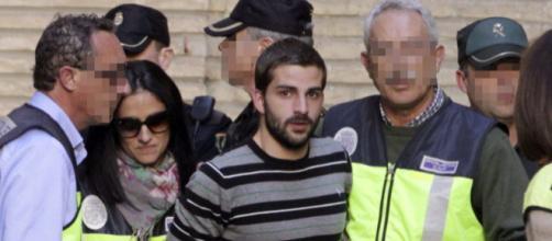 Miguel Carcaño, durante un traslado una vez que ya estaba condenado. / EFE
