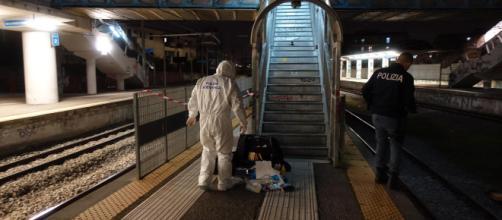 Napoli, 24enne stuprata in ascensore della stazione ... - mediaset.it