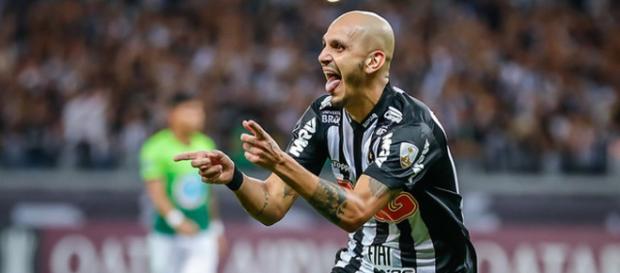 Fábio Santos celebra um dos gols do Atlético MG. (Divulgação/Bruno Cantini/Atlético-MG)