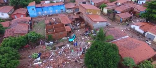 Lagoa causa caos na capital do Piauí. (Reprodução/ TV Globo)