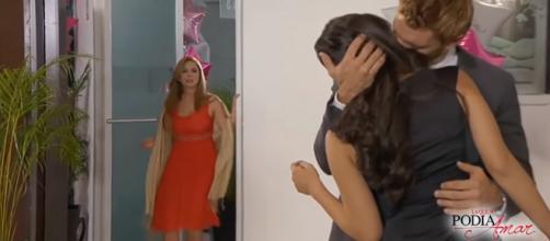 Bruno beija Ana Paula em 'A Que Não Podia Amar' (Reprodução/SBT)