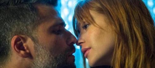 Gabriel será novamente salvo por um beijo de Luz. (Reprodução/Rede Globo)
