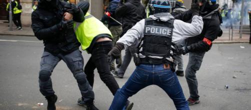 """Gilets jaunes"""" : une enquête ouverte à Rouen pour des violences ... - parismatch.com"""