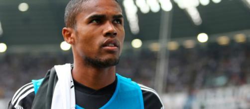 Juventus, sarebbe pronta cessione di Douglas Costa, tre big sul giocatore, fra cui il Psg