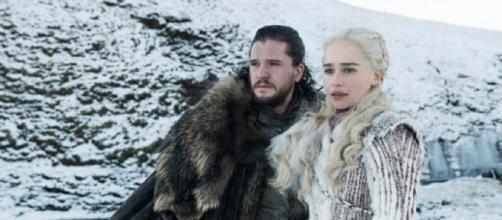 Kit Harington y Emilia Clarke en la octava temporada de 'Juego de Tronos'. / HBO