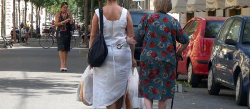 Lavoro nero e sfruttamento delle badanti, in Lombardia in manette due donne dell'Est.