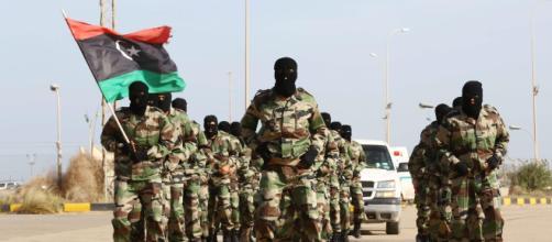 Continua l'offensiva su Tripoli, la Libia è sull'orlo della guerra civile