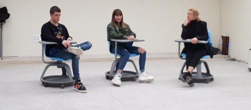 Miguel, Aitana y Ana Duato, este lunes en la Escuela IDEO de Alcobendas. / TWITTER