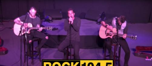 Scott Stapp offers an acoustic version of Purpose For Pain and a personal new song in a Reno radio set. [Image source: renorockstation-YouTube]