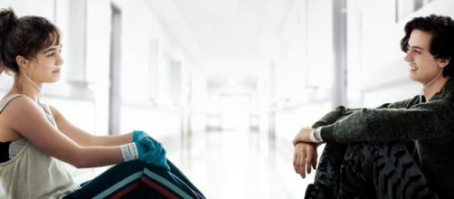 Cole Sprouse e Haley Lu Richardson perderam mais de 10 quilos para fazer o filme. (Arquivo Blasting News)