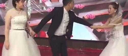 Mulher invade casamento do ex usando vestido de noiva. (Reprodução)