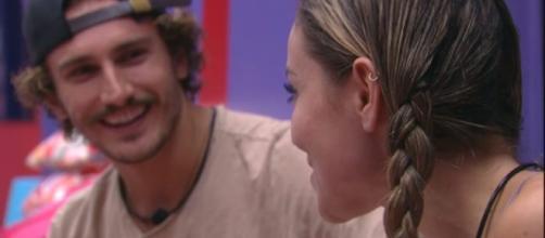 Paula e Alan no 'BBB19'. (Reprodução/TV Globo)