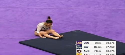 Samantha Cerio quebra as pernas na aterrissagem do salto. (Reprodução/ Youtube)