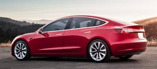 Tesla Model 3, è lei l'elettrica più venduta in Italia a marzo - motor1.com