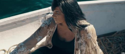 Fernanda Brum em seu clipe 'És Real pra Mim'. (Reprodução/Youtube)