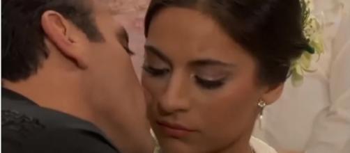 Ana Paula e Rogério finalmente se casam. (Reprodução/Televisa)