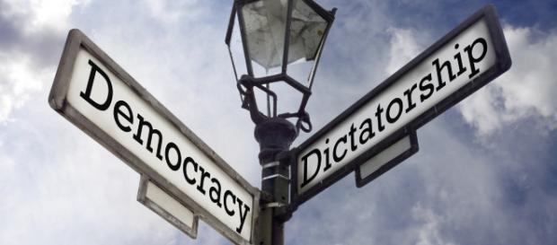 Les libertés individuelles survivront-elle à la crise ... - causamundi.com