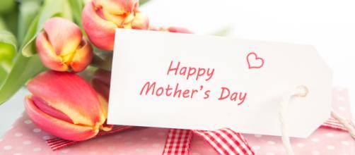 6 frasi per la Festa della mamma: auguri da dedicare su Facebook e Whatsapp