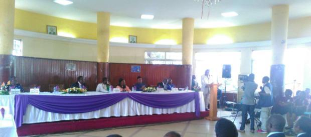 Lors de la présentation du célèbre ouvrage sur l'histoire du Cameroun © Odile Pahai