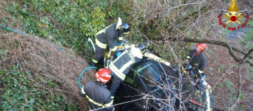 Calabria, precipita con l'auto in una scarpata e muore. (foto di repertorio)
