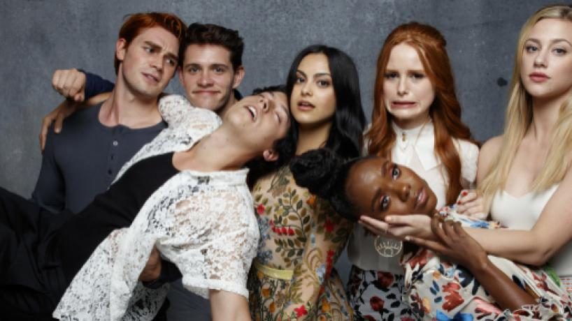 Da mão partida de K.J. Apa ao casting de Cheryl Blossom: 'Riverdale' para lá do ecrã