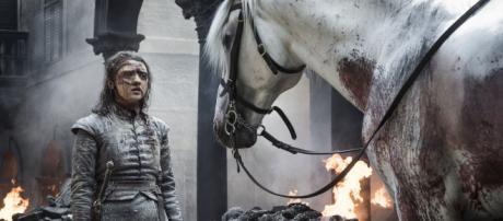 Arya e o cavalo branco em Game of Thrones (Reprodução/HBO)
