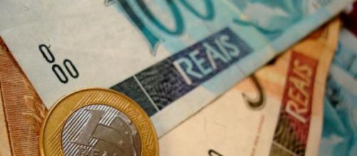 Benefício do abono salarial pode ser extinto em alguns estados do país. (Arquivo Blasting News)