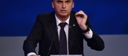 Bolsonaro disse em entrevista que se um homem entrar em sua casa ele mete chumbo mesmo (Arquivo Blasting News)