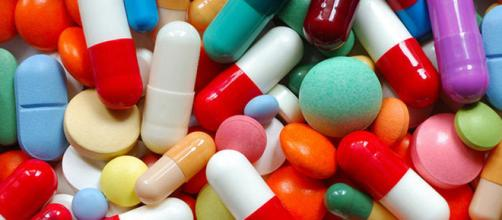 Prezzo dei farmaci gonfiato dalle aziende farmaceutiche: di cosa si tratta
