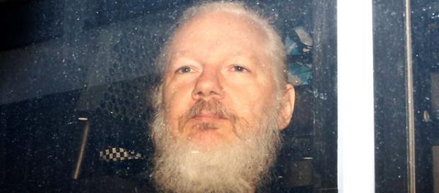 Assange leaving the Ecuadorian embassy. [Blasting News Database]