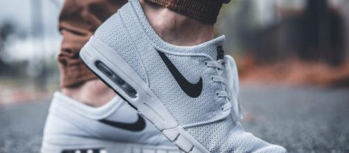 Description: a person wearing Nike shoes. Image source: Pexels/Pixabay