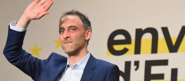 Européennes : selon Glucksmann, «Macron fait un chantage au barrage»