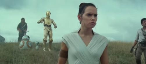 STAR WARS 9 Official Trailer (2019) The Rise Of Skywalker Movie. [Image source/Rapid Trailer YouTube video]