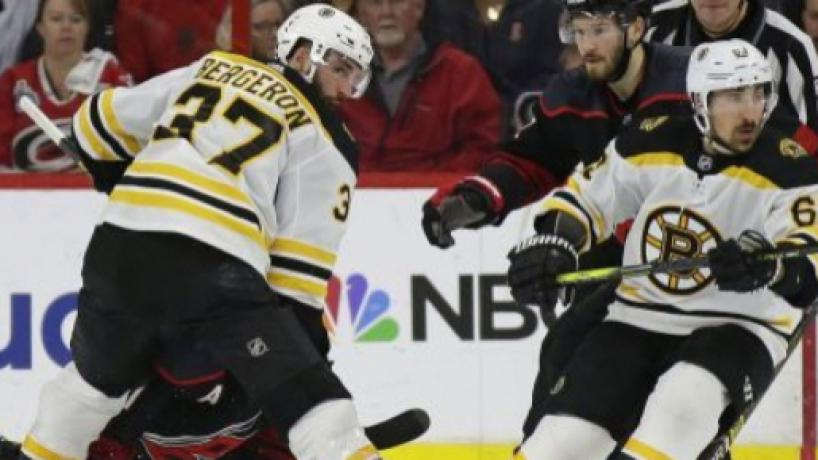 NHL Playoffs: Bruins ganan 2-1 en Carolina y están a un juego de la Stanley Cup Final