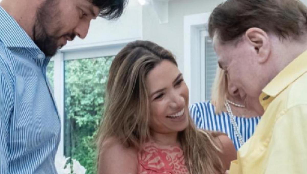 87370b7ab Patrícia Abravanel divulga fotos de seu recém-nascido em homenagem a Silvio  Santos