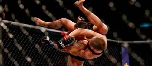 Andrade ganó el título paja femenil con mucha suerte. UFC.com.