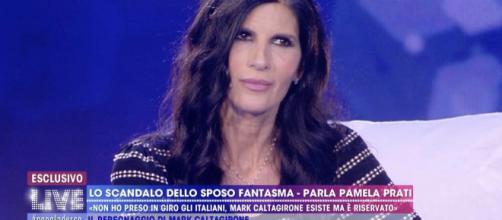 Pamela Prati: spinta al cameraman e fuga in camerino con la Villa dopo Non è la D'Urso.