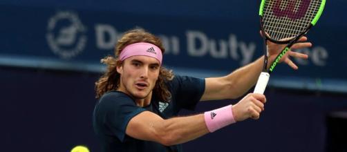 Stefanos Tsitsipas elimina Fognini, affronterà Roger Federer nei quarti di finale