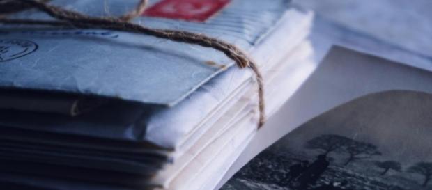 Milano, 73enne scopre lettere della moglie con l'amante di 30 anni fa: tenta il suicidio