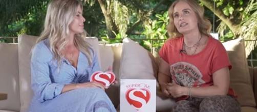 Angélica concede entrevista ao canal de Karina Bacchi. (Reprodução/YouTube/Karina Bacchi)