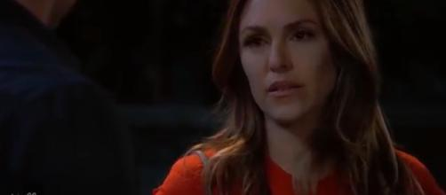 Elizabeth Hendrickson leaves 'GH' to return to 'Y&R'. [Image Source: SMS/YouTube]