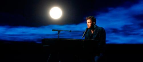 """Duncan Laurence canta """"Arcade"""" en la final de Eurovisión / RTVE.es"""
