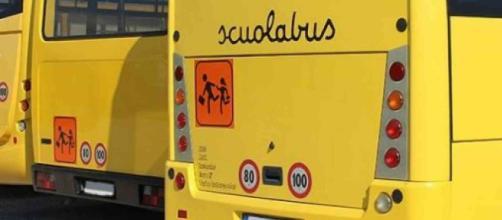 Padova: scuolabus si rovescia, otto bimbi feriti l'autista scappa