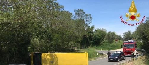 Padova, si ribalta uno scuolabus ad Arquà Petrarca: sette studenti feriti