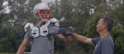 Tom Brady works out with personal trainer Alex Guerrero (Image Credit: TB12 Sports/YouTube)