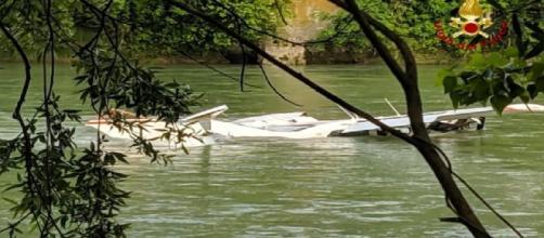 Verona, aereo ultraleggero precipita nell'Adige: due feriti