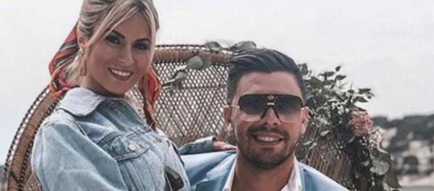 Carla et Kevin (LMAT) bientôt mariés ? Ils affichent une bague de fiançailles sur une publication Instagram.