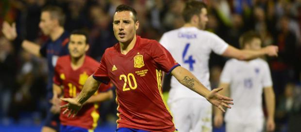 Santi Cazorla, en un partido de la selección. / heavy.com