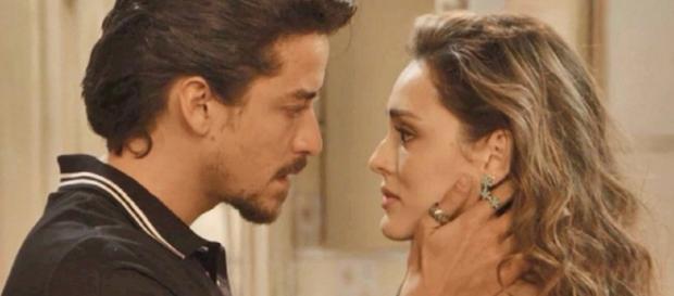 Manu e Jeronimo se beijam. (Reprodução/TV Globo)